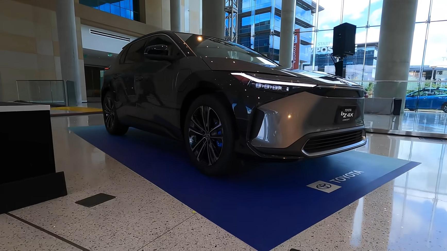 toyota akan mengembangkan teknologi baterai mobil listrik sendiri berbasis teknologi solid-state.