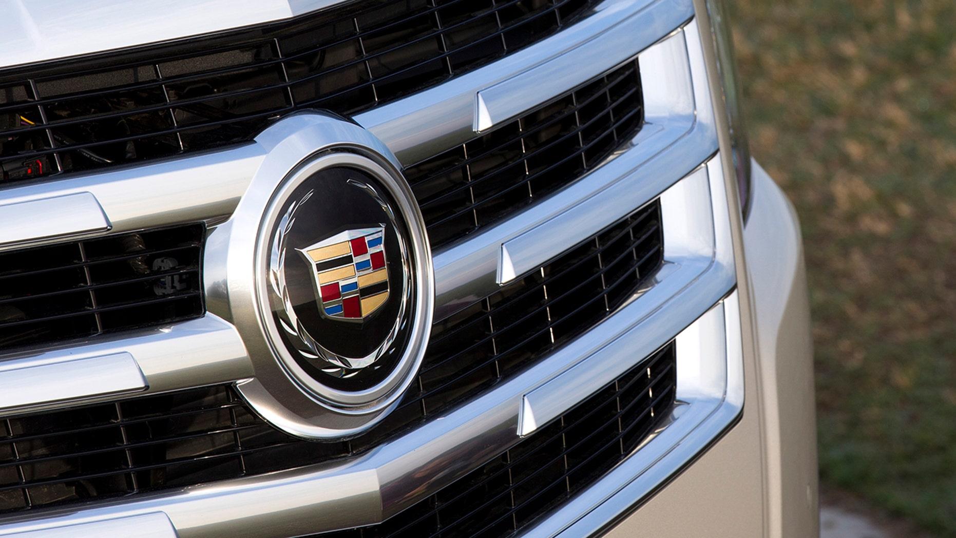Cadillac mulai menghapus puncaknya yang dibungkus karangan bunga laurel pada tahun 2014. (Cadillac)